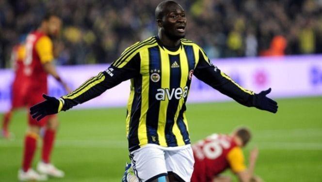 Moussa Sow celebra un gol