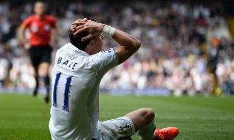 Bale se lamenta en una jugada