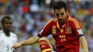 Fábregas, en un partido con la Selección española