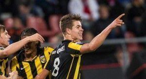 Von Ginkel celebra un gol la temporada pasada con el Vitesse.