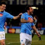 El trío Lavezzi-Hamsik-Cavani celebra un gol en la última participación del Nápoles en Champions.