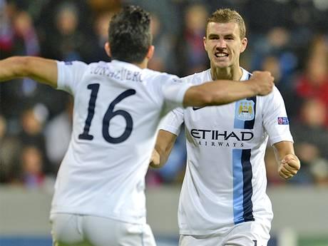 Dzeko celebra su gol con Agüero | THE INDEPENDENT