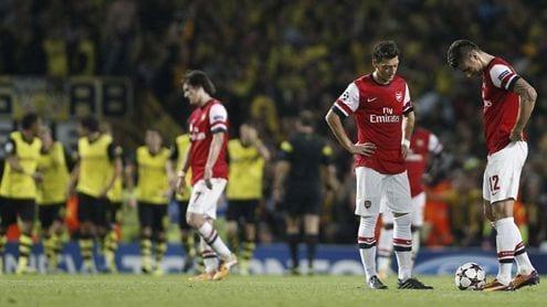 Los jugadores del Arsenal, cabizbajos tras el 1-2