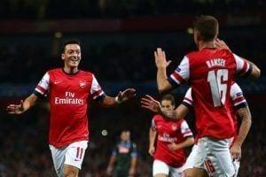 Özil celebra su primer gol con Arsenal conseguido en la noche de hoy | The Mirror