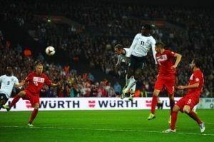 Rooney salta más que nadie para adelantar a su selección   The Mirror
