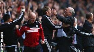 El banquillo del Fulham celebra el gol de Bent | BBC Sports