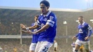Pieenar celebra el gol que dio la victoria a los 'toffees | BBC Sports