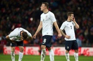 Frustración en las caras de los jugadores ingleses tras el primer gol | The Mirror
