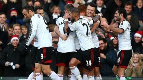 Los jugadores del Fulham celebran el 1-0