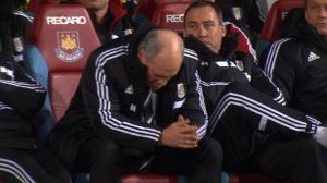 Lamentanción en la cara de Jol en su último partido con el Fulham.