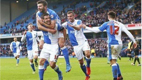 Los jugadores del Blackburn celebran el gol | theguardian.com