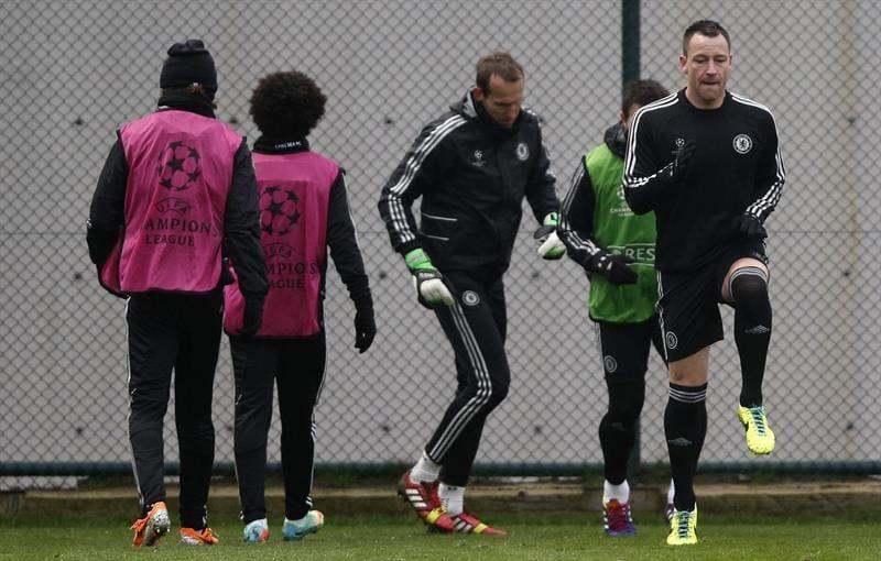 Los jugadores del Chelsea, ejercitándose en Estambul | EFE