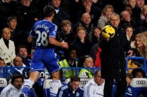 Jose-Mourinho-manager-of-Chelsea-passes-the-ball-to-Cesar-Azpilicueta-of-Chelsea