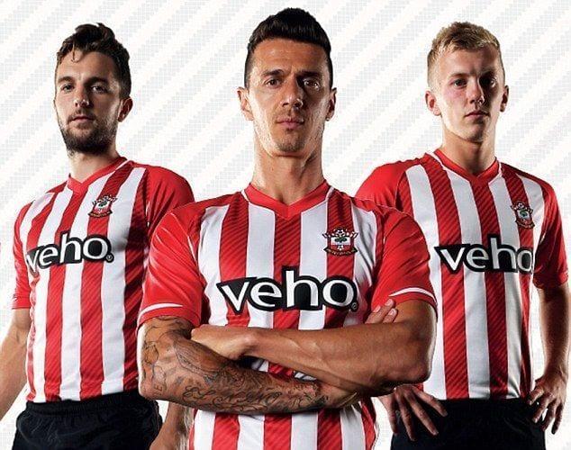 El Southampton borra Adidas de su camiseta y vuelve a las rayas