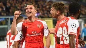 Podolski celebra el 1-2