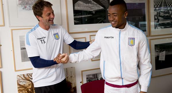 El Aston Villa incorpora a Jordan Ayew
