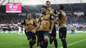 Jugadores del Arsenal celebran el 0-1