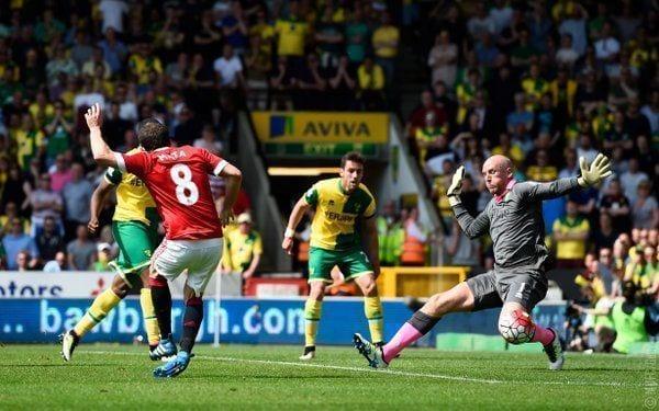 Mata salva a Van Gaal y hunde al Norwich