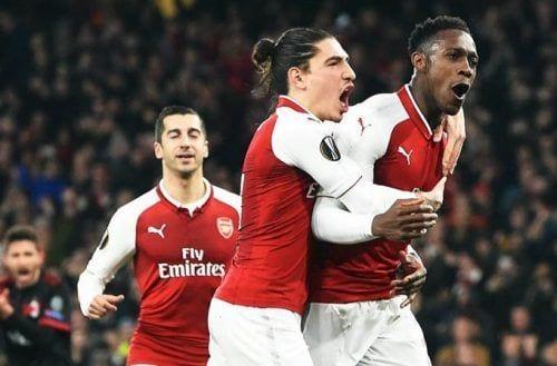 Ozil guía al Arsenal a Cuartos de Final